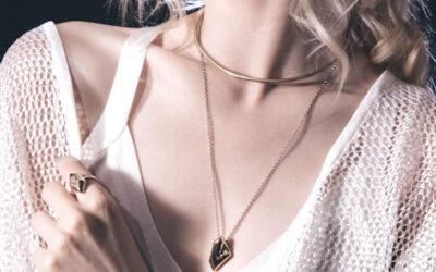 Trend gioielli? Oro giallo ed effetto layering